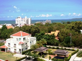 Modern high quality, in a resort style boutique condo on Pratumnak Hill.